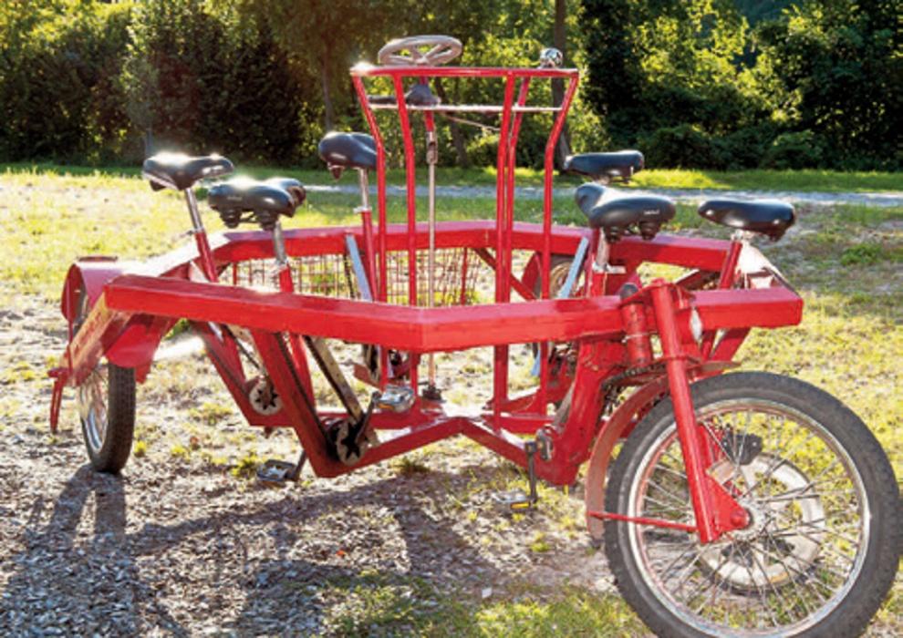 konferenzfahrrad zu sechst auf einem fahrrad. Black Bedroom Furniture Sets. Home Design Ideas